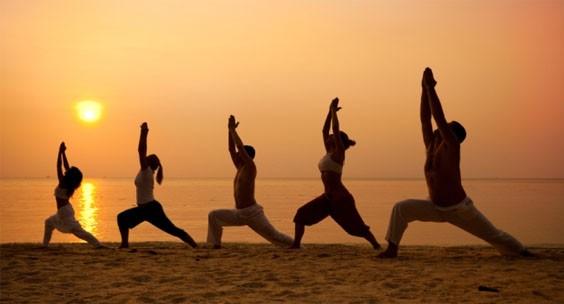 Асаны йоги от живота